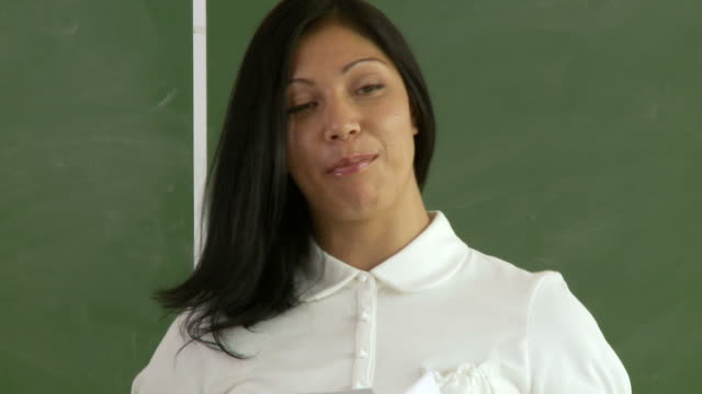 Klassenzimmer 02-assignments CU – Video