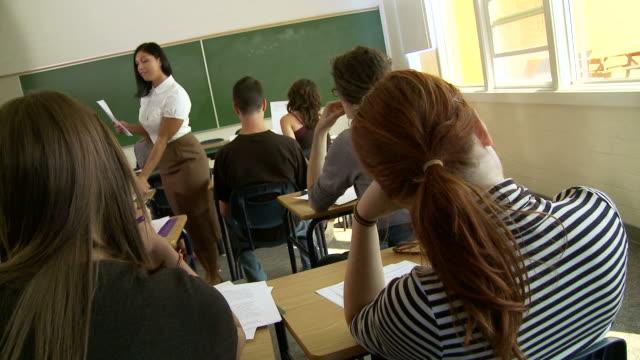 Klassenzimmer 8-Zuteilungen (assignments – Video