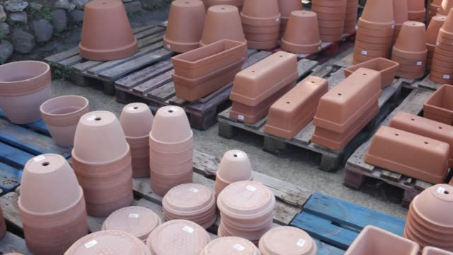 Clay pots of various shapes and sizes for flowers