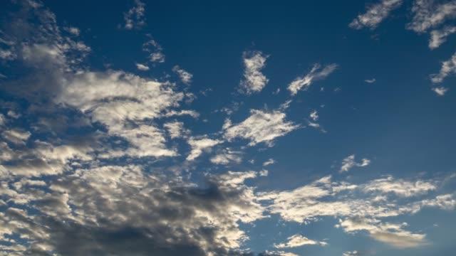 すっきりした雲,青い空 - 層積雲点の映像素材/bロール