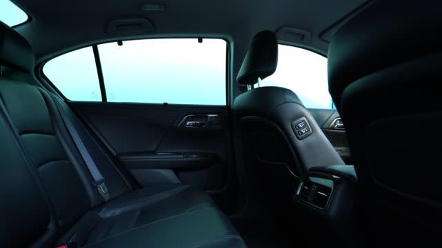 ren konsol modern bil, svart inomhus design - läder bildbanksvideor och videomaterial från bakom kulisserna