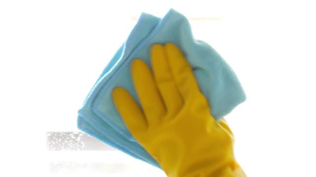 cleaner spraying on window glasses and wiping off by microfiber cloth , cleaning footage concept - убирать стоковые видео и кадры b-roll