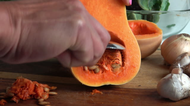 cleaning butternut squash - zucchini video stock e b–roll