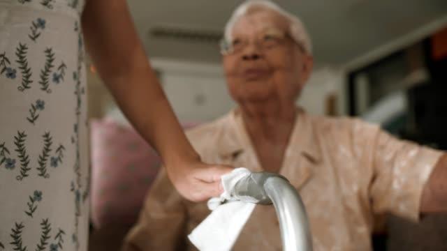 covid-19 : cleaning mobility walker - prendersi cura del corpo video stock e b–roll