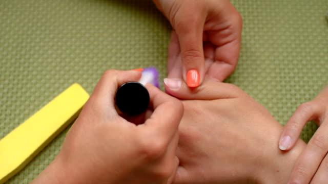 vidéos et rushes de nettoyage des ongles - cuticule