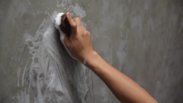 rengöring i betongväggen. - construction workwear floor bildbanksvideor och videomaterial från bakom kulisserna