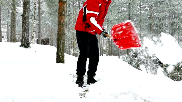 Cleaning snow with a shovel video