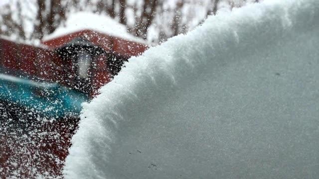 vidéos et rushes de nettoyage de la voiture de la neige - raclette