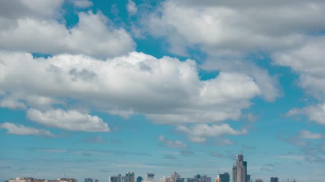 clear blue sky with cloudscape. - время дня стоковые видео и кадры b-roll