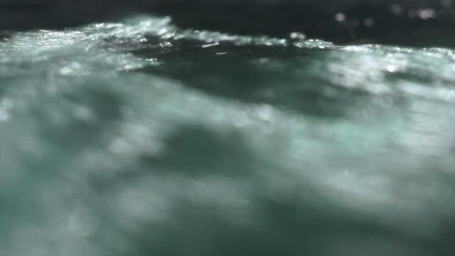clear water flowing downhill close-up - 流動 個影片檔及 b 捲影像