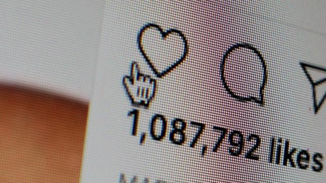 instagram kalbine tıklayarak, - tiktok stok videoları ve detay görüntü çekimi