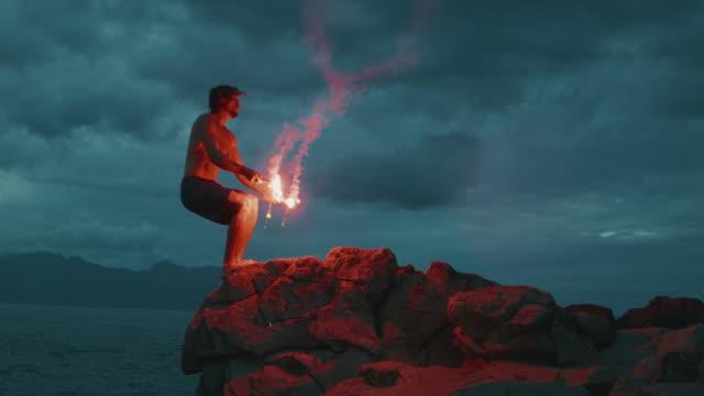 vidéos et rushes de cliff sauter, c'est plus extrême avec le feu - courage