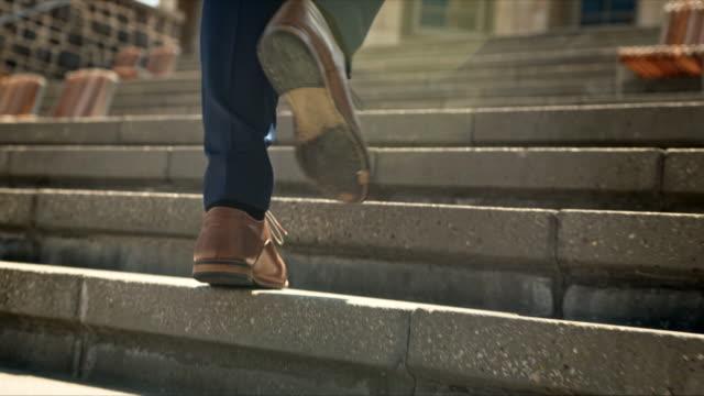 成功への道を登る - 階段点の映像素材/bロール