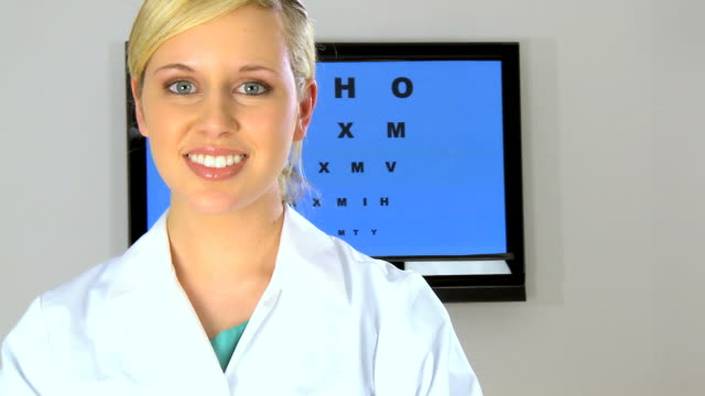 vidéos et rushes de clinique eye care - optométrie