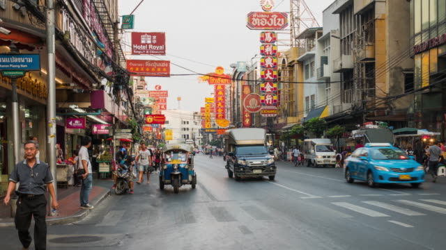 4k küçük hiper sukut bangkok china town gece zaman, tayland kadar akşamdan beri - bangkok stok videoları ve detay görüntü çekimi