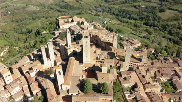 2 clips of a typical Tuscany village