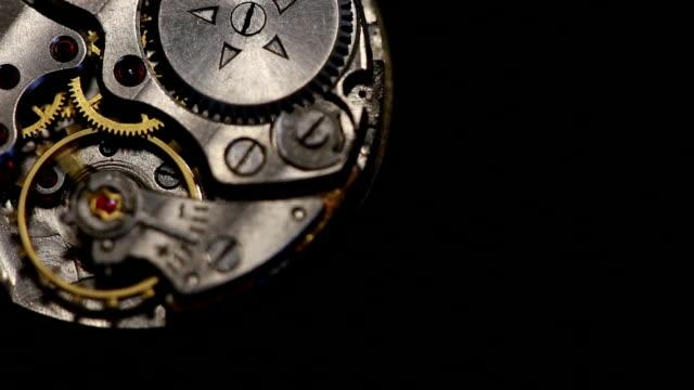 vidéos et rushes de horloge engrenages de travail - rouage