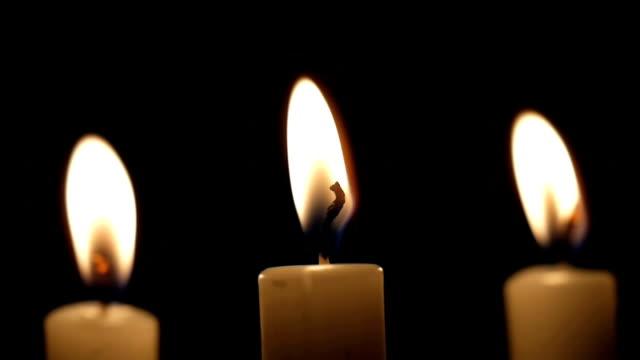 stockvideo's en b-roll-footage met close burning candles - kandelaar