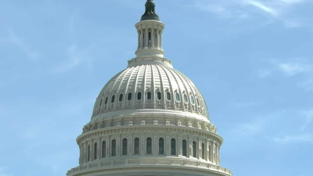 국회 의사당 워싱턴 dc에서 돔 건물의 기울기를 폐쇄 - 틸트 스톡 비디오 및 b-롤 화면