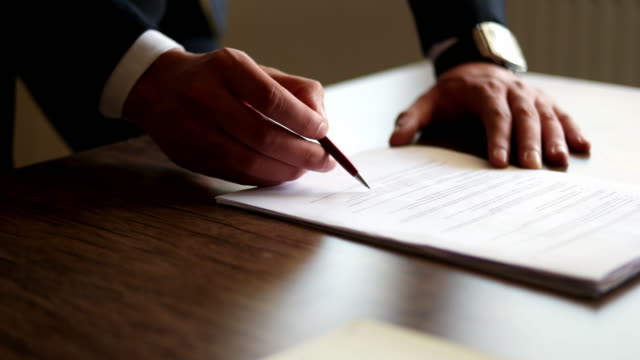 close up business man signing contract - firma video stock e b–roll