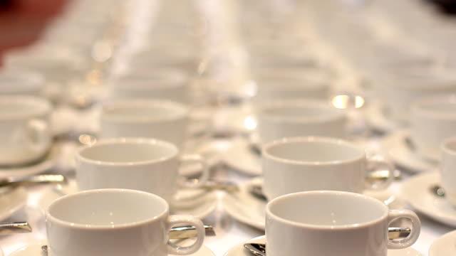 close up : cup of coffee in conference hall - empty plate bildbanksvideor och videomaterial från bakom kulisserna