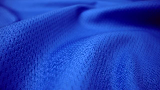 ドリーショットで光沢のあるスパンデックス布の詳細な布の質感をクローズアップ。 - 布点の映像素材/bロール