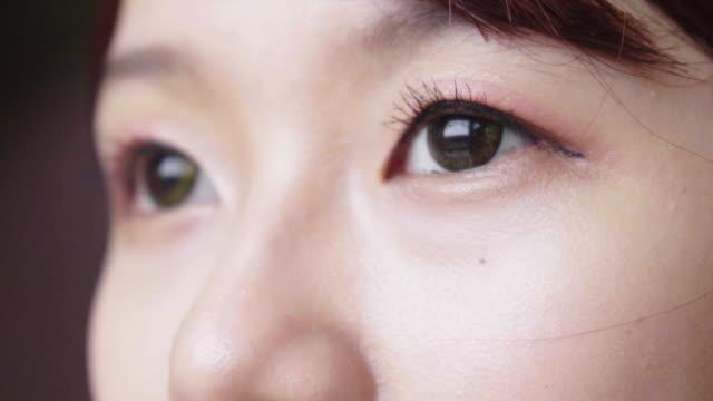 vídeos de stock e filmes b-roll de close up eye - 20 24 anos