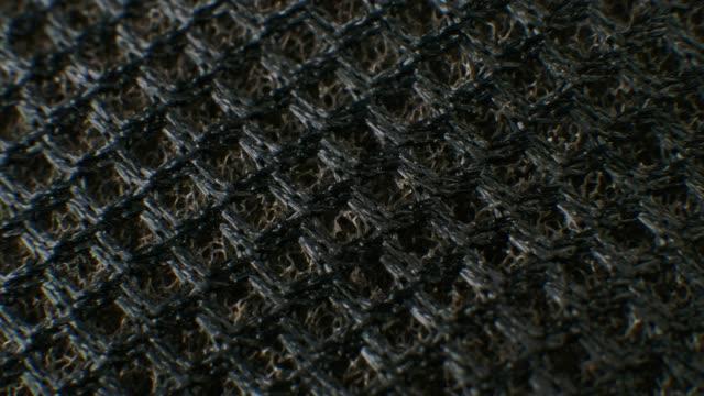 マクロ黒のファブリックテクスチャをクローズアップします。テキスタイルの背景パターン ビデオ