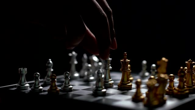 vídeos de stock e filmes b-roll de close up man moving silver king chess defeat enemy on chessboard winner and victory concept,strategy planning business slowmotion - xadrez