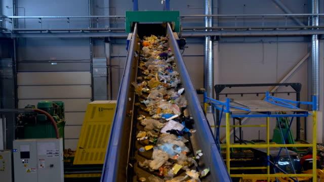 close up of conveyor, transporting waste up. 4k. - биомасса возобновляемая энергия стоковые видео и кадры b-roll