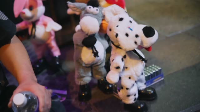 close up of dancing toys being sold by a street vendor - giocattolo video stock e b–roll