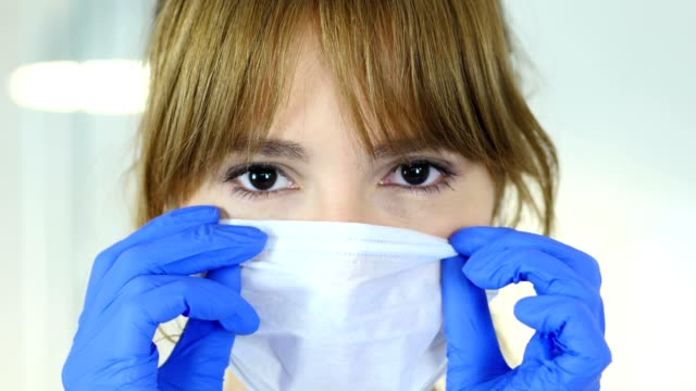 vídeos de stock, filmes e b-roll de close-up de feminino reseach cientista, médico, máscara - higiene