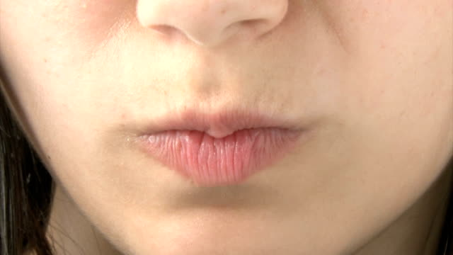 stockvideo's en b-roll-footage met close up of girl's mouth - tong mond