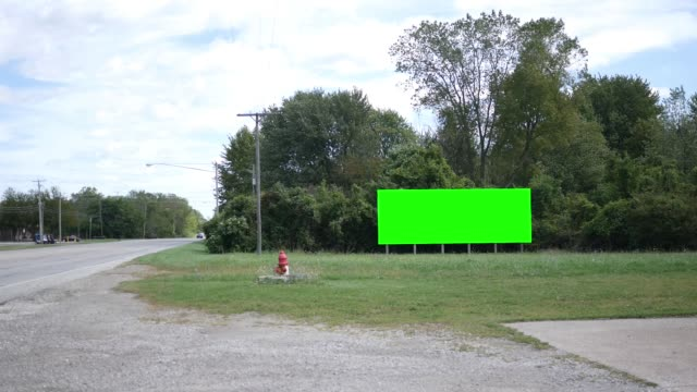 Close up of green screen signage near road - vídeo