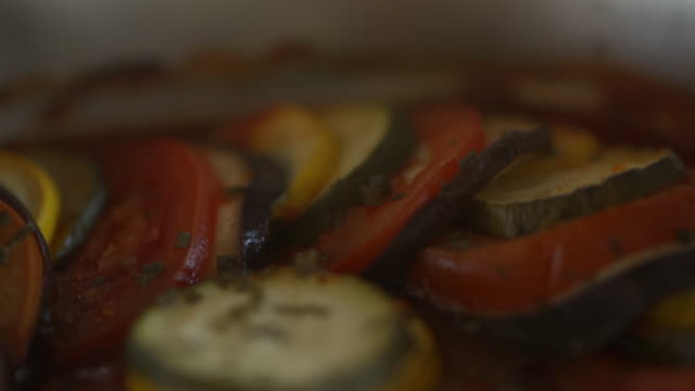 close up of grilled tomatoes, zucchini and eggplant - melanzane video stock e b–roll