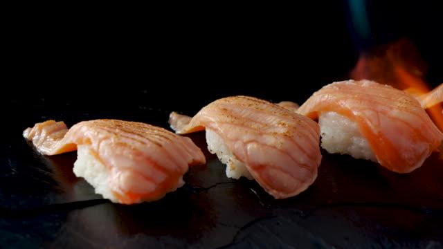 nahaufnahme von japanischem essen - japanisches essen stock-videos und b-roll-filmmaterial