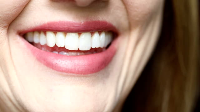 close up of smiling woman - sorriso aperto video stock e b–roll