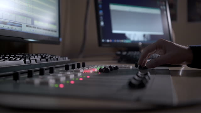 stockvideo's en b-roll-footage met close up van sound mixing console - geluidsopname apparatuur