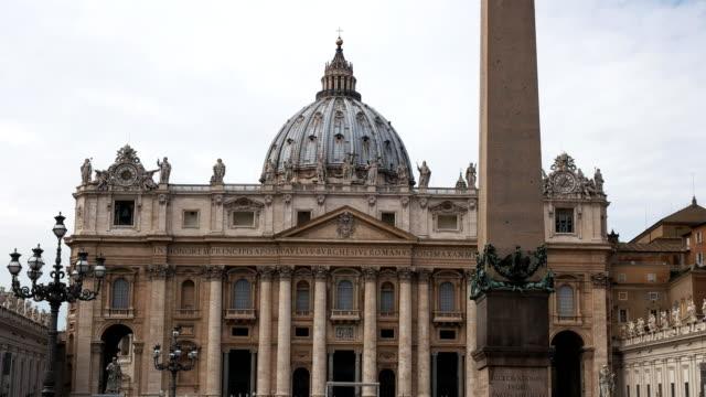 dikilitaş ve aziz petrus bazilikası, roma kapat - obelisk stok videoları ve detay görüntü çekimi