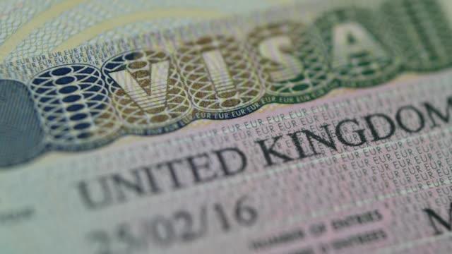 vídeos y material grabado en eventos de stock de primer plano de la visa del reino unido - pasaporte y visa