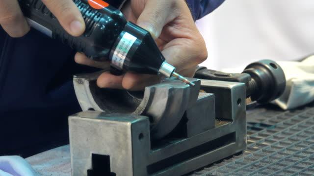 vídeos y material grabado en eventos de stock de primer plano del trabajo de soldador - 20 a 29 años