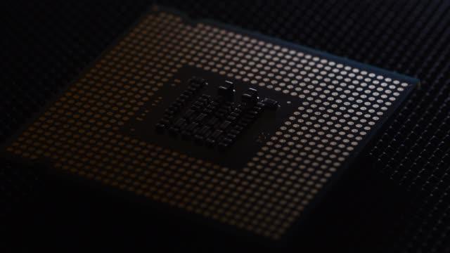 vídeos y material grabado en eventos de stock de cerrar en cpu chip procesador - placa madre