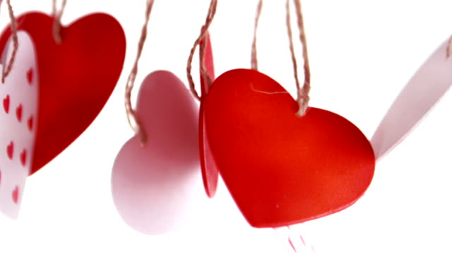 primo piano in rosso e bianco amore cuore decorazione - feltro video stock e b–roll