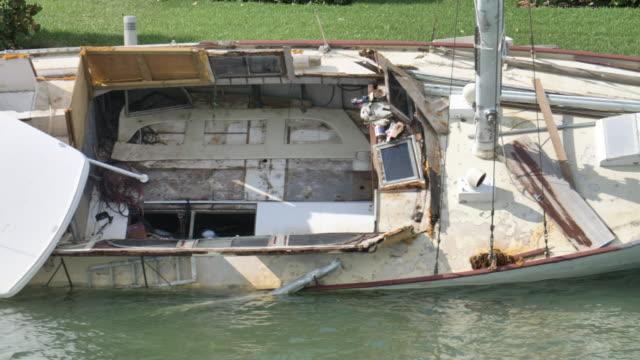 close up on shipwrecked sailboat - погружённый стоковые видео и кадры b-roll