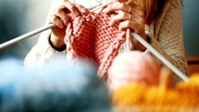 close up on woman's hands knitting - навык стоковые видео и кадры b-roll