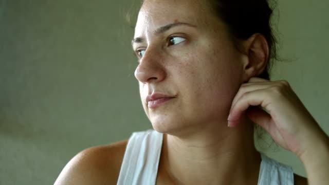 close up pensive woman looking away - distrarre lo sguardo video stock e b–roll
