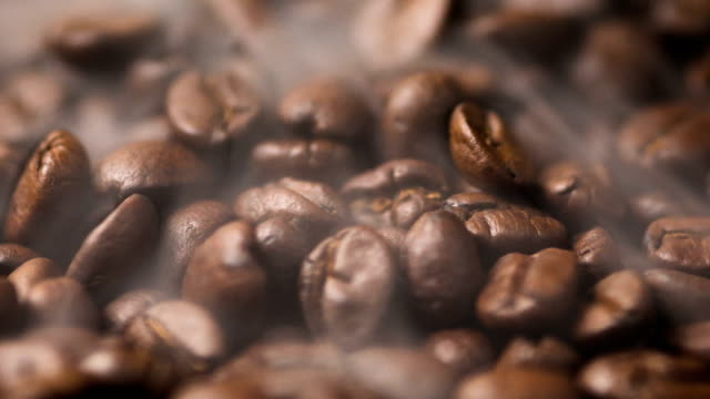 close up pile of coffee beans rotate and roasting - prażony filmów i materiałów b-roll
