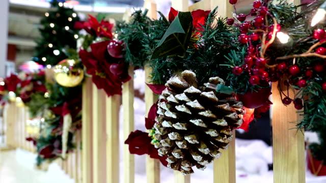 närbild av köpcentrum med jul ljus var dekorerad - christmas decorations bildbanksvideor och videomaterial från bakom kulisserna