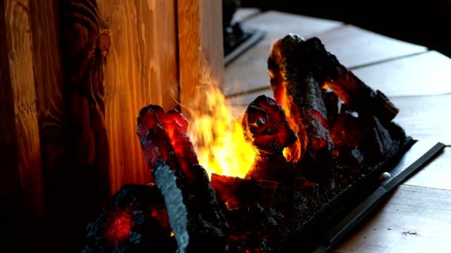 närbild shot: eld i spisen med ångor stiger långsamt - norrbotten bildbanksvideor och videomaterial från bakom kulisserna