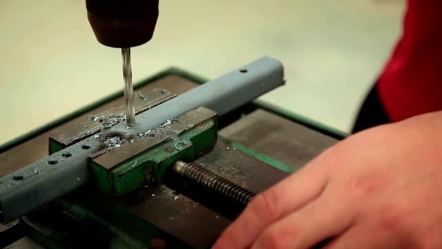 close-up shot di punta premere, più immagini - lega metallica video stock e b–roll